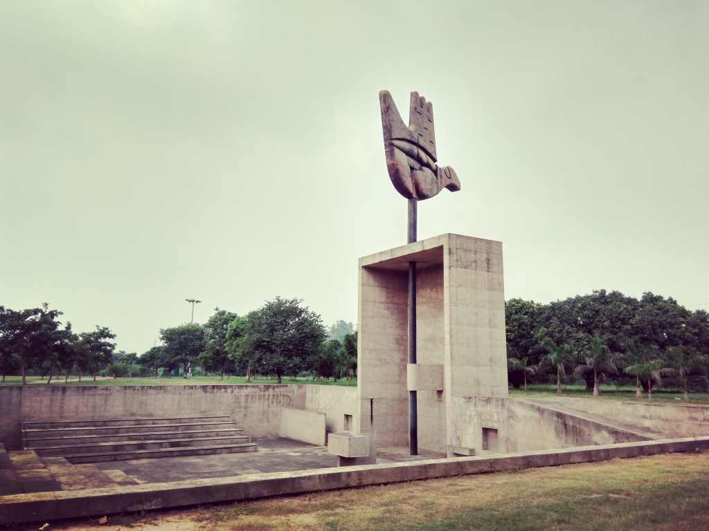 بنای یادبود دست باز Open Hand Monument