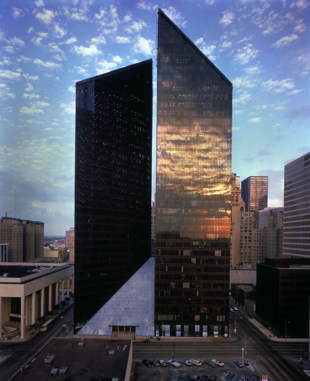 ساختمان پنزاویل اثر فلیپ جانسون